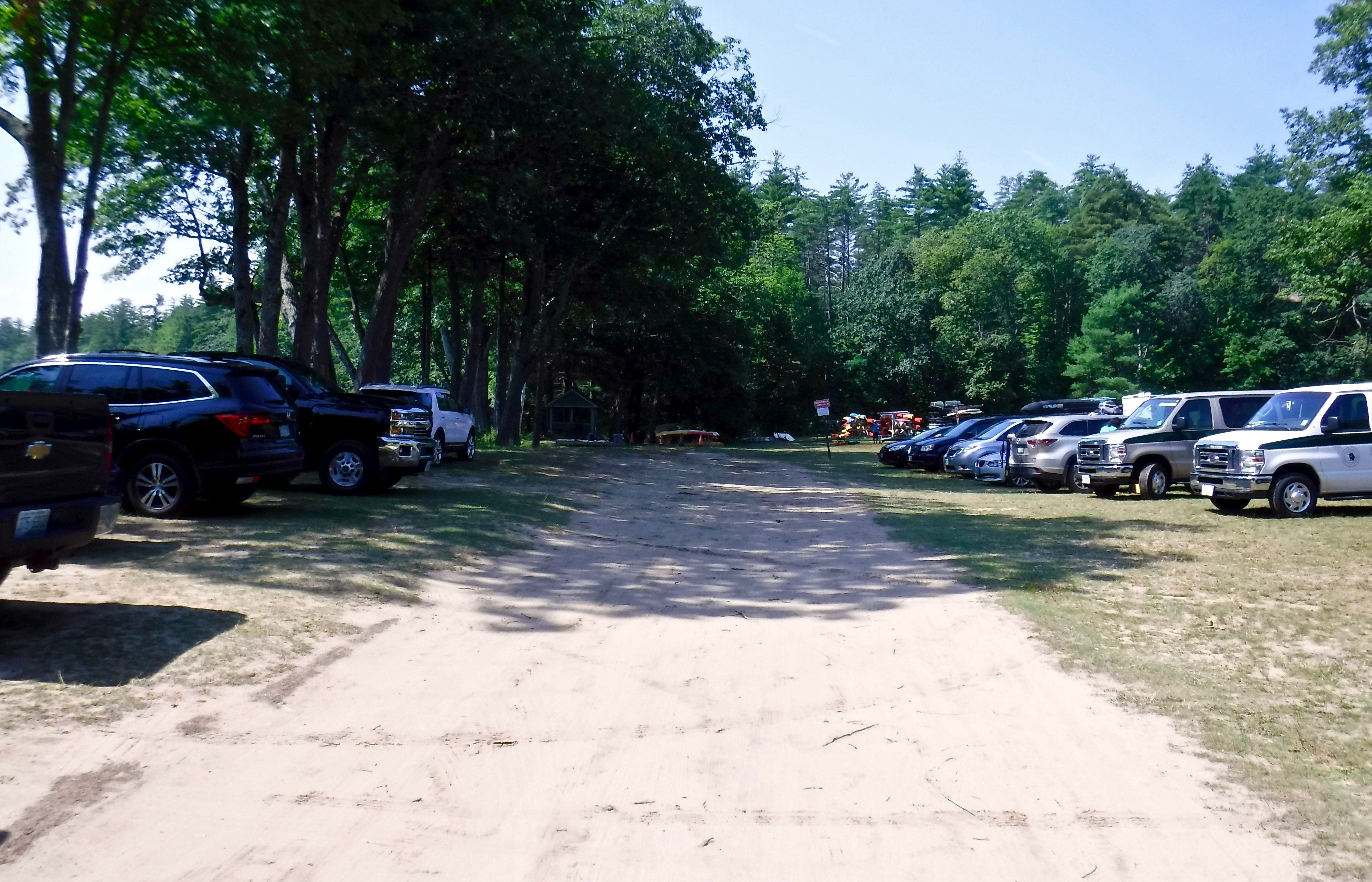 kayaking-contoocook-river-contoocook-canoe-company-parking-area